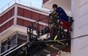 Yanan evde mahsur kalan 2'si bebek 4 kişi kurtarıldı