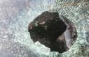 Havadan düşen yorgun mermi otomobilin camına zarar...