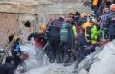 Elazığ'da depremde yıkılan binanın enkazından...