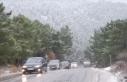 İstanbul'un yüksek kesimlerinde kar yağışı...