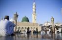 Suudi Arabistan Kovid-19 nedeniyle umre ziyaretlerini...