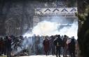 Yunan sınır polisi göçmenlere biber gazı ve ses...