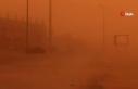 Suudi Arabistan'da toz fırtınası gökyüzünün...