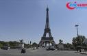 Eyfel Kulesi asılsız bomba ihbarı nedeniyle tahliye...