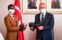 Somalili genç yetenek Abdi, Dışişleri Bakanı...