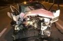 Bakırköy'de ağaca çarpan otomobil ikiye bölündü:...