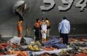 Endonezya'da düşen yolcu uçağının enkazını...