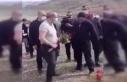 Ermeni askerin mezarına çiçek bırakmak isteyen...