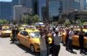 Taksiciler konsolosluk önünde İsrail'i protesto...