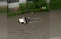 Başkent'te sel sonrası araçlar su altında kaldı