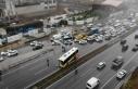 Maltepe E-5'te İETT otobüsü kamyona çarptı:...