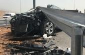 Otomobil bariyere çarptı: Baba öldü, eşi ve kızı yaralı