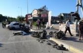 İki otomobil çarpıştı, ortalık savaş alanına döndü