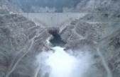 Deriner Barajı'nda dolusavaklardan su bırakıldı