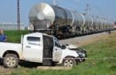 Adana'da yük treni DSİ'nin aracına çarptı: 1 ölü, 1 yaralı