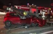 Zincirleme kazada otomobil bariyere saplandı: 1 ağır yaralı
