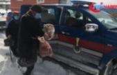 Kar nedeniyle Kovid-19 aşısı olmaya gidemeyen çiftin yardımına jandarma yetişti