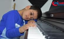'Kusursuz kulak' Bager piyanist olmak istiyor