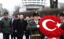 Cumhurbaşkanı Erdoğan, Ukrayna'da Meçhul Asker Anıtı'nı ziyaret etti