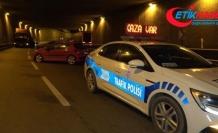 Tıra arkadan çarpan otomobil 50 metre sürüklendi: 2 yaralı