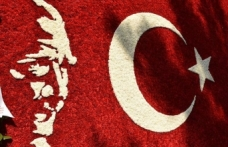 50 bin karanfil ile Türk bayrağı yaptılar