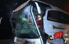 Anadolu Otoyolu'nda yolcu otobüsü ile tır çarpıştı: 37 yaralı