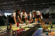 İzmir'de robot tasarlayan çocuklar yeteneklerini sergiledi
