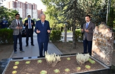 MHP Lideri Bahçeli, Alparslan Türkeş'in mezarını ziyaret etti