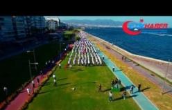 """Ülkü Ocakları İzmir'de """"İstiklal için Kararlılık Yürüyüşünü"""" gerçekleştirdi"""
