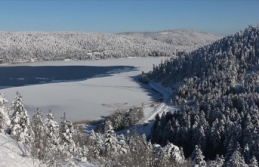 Kar yağışı Abant ve Kartalkaya'ya ilgiyi...