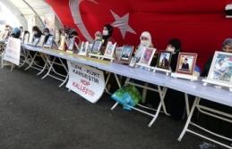 HDP önündeki aileler çocuklarını terörün kirli ellerinden kurtarmakta kararlı
