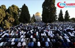 Yüz binden fazla Müslüman bayram namazını Mescid-i...