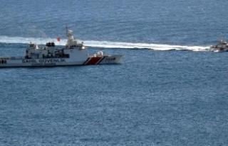 Kuşadası'nda kaçakları taşıyan bot battı:...