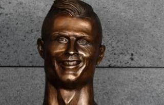 Ronaldo'nun Büstünü Yapan Sanatçı: Ronaldo...