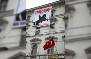 Viyana'da Türk Büyükelçiliği'ne pankart...