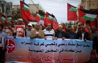 """Açlık grevi yapan Filistinli tutuklulara """"destek..."""