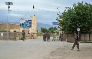Afganistan'da askeri kampa saldırı: 100'den...
