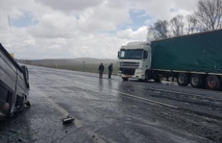 Ağrı'da minibüsle tır çarpıştı: 7 yaralı