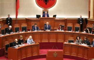 "Arnavutluk'ta ""adaysız"" cumhurbaşkanlığı..."