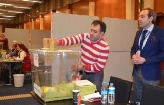 Avrupa'daki Türkler referandum için oy kullanmaya...