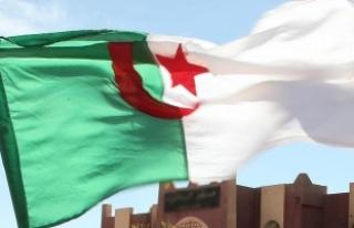 """Cezayir'de ilk kez """"tamamen kadınlardan oluşan..."""