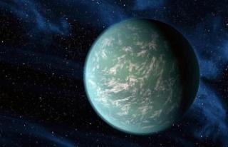 Dünya'ya benzeyen bir gezegenin çevresinde...