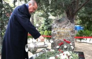 Erdoğan'dan Başbuğ Türkeş'in kabrine...