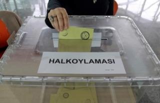Hollanda'da referandum için oy verme işlemi...