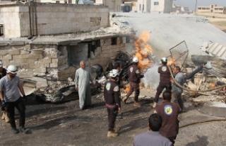 İdlib'te hastane ve ambulans noktasına hava...