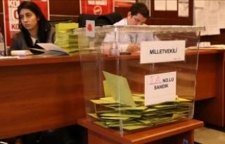 Kazakistan'da halk oylamasında 4 bin 443 seçmen...