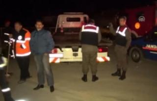 Kırıkkale'de Otomobil Bariyerlere Çarptı:...