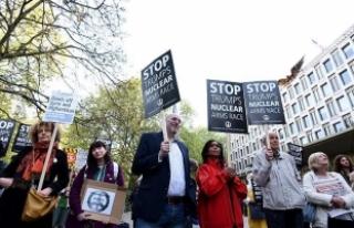 Londra'da ABD'nin hava saldırıları protesto...