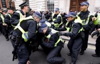 Londra'daki olaylı gösteride çok sayıda gözaltı