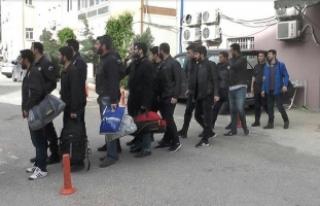 Mardin'deki FETÖ operasyonunda 21 eski polis...